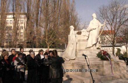 Pozsony, koszorúzás a Petőfi-szobornál